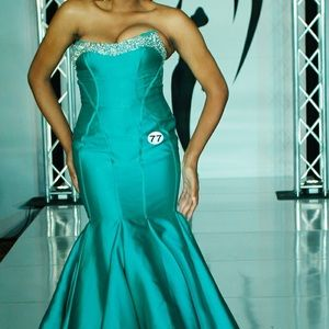 Mac Duggal Size 10 Mermaid Pageant Gown